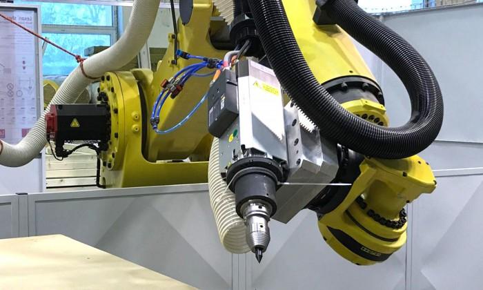DIGITALE PRODUKTION - ROBOTER und CNC